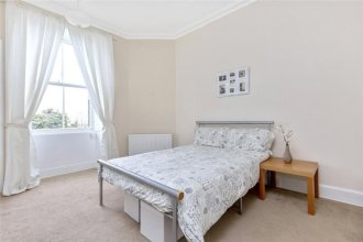 5 Bedroom Flat With Great Views In Bruntsfield