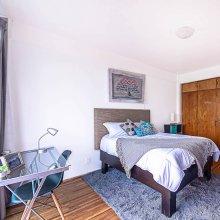 Luxury Balcony Apartments - FREE Parking & Netflix - Family Friendly