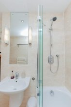 Stylish Royal Mile Apartment, With Parking!