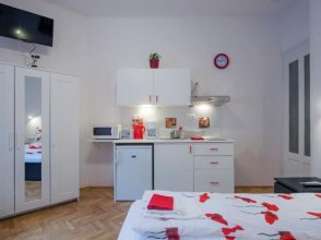 Parking, AC, Wifi Flat Next to Andrassy Ave