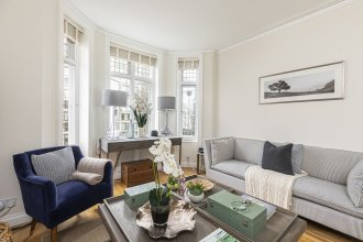 Stylish 3-bed flat w/ balcony is West Kensington