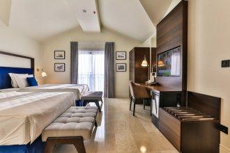 Hotel California by Aycon
