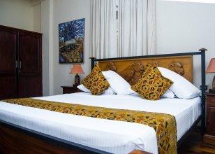 Coconut Grove Regency Hotel