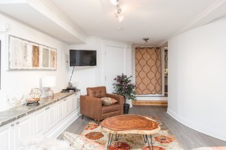 Applewood Suites - Bloor & Spadina