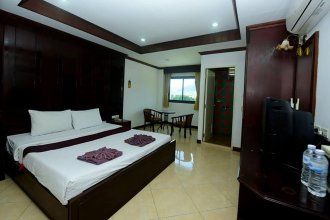 Coconut Moon Hotel & Guesthouse