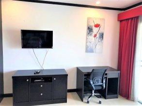 Top Floor Spacious Studio