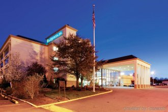 La Quinta Inn & Suites by Wyndham Clifton/Rutherford
