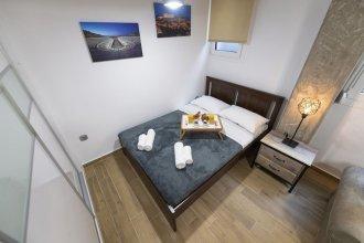 Stylish Koukaki Apartment by Cloudkeys