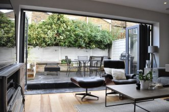 Modern 2 Bedroom House With Patio in Battersea