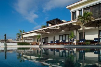 Outstanding Beachfront for up to 15 People: Villa Delfines