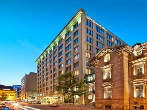 Le Square Phillips Hotel And Suites