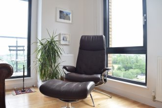 Stylish Flat With A Balcony Over Canal in Bethnal Green
