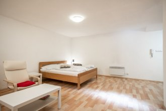 Spacious Studio 2 minutes away from National Museum