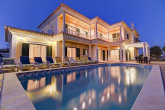 Villa - 5 Bedrooms with Pool and WiFi - 107490