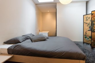 White Room Apartment