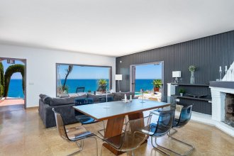 Outstanding beachfront villa Fuengirola