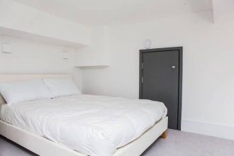 1 Bed Mezzanine-City Views & Great Location