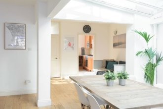 The Harrods Mews - Modern 4bdr Mews Home With Terrace
