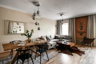 Historic Apartment With Antique Fresco at Main Square Old Town View