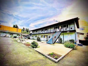 Casa Blanca Inn & Suites