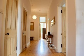 Spacious Central 4 Bedroom Flat