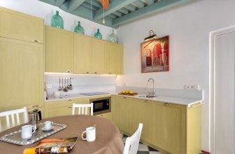Beautiful 4 Bd House With Terrace & Views to the Alcazar Gardens. Casa Alcazar