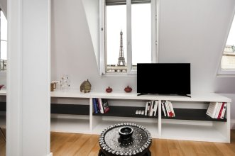 Pick A Flat's Eiffel View studio