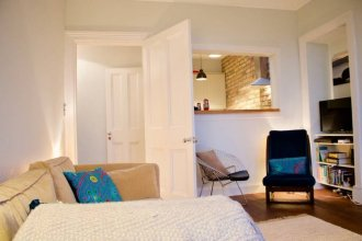 1 Bedroom Flat Overlooking Water of Leith Sleeps 2