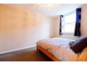 Spacious & Chic Central London Flat for 4