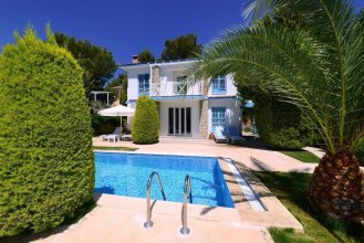Villa Mese by Akdenizvillam