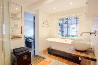 1 Bedroom Flat with Balcony Sleeps 4 in Southwark