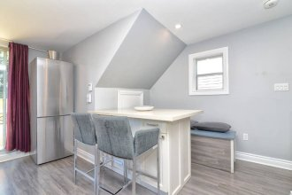 3 Bedroom Leslieville Flat With Roof Terrace