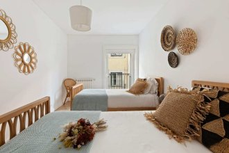 Beautiful & Spacious 2-bed Apartment in Bairro Alto, Sleeps 6