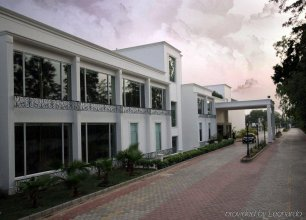 Country Inn & Suites by Radisson, Delhi Satbari