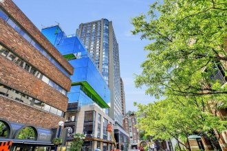 QuickStay - Style in Yorkville (Yonge & Bloor)