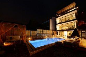 Villa Zeytin by Akdenizvillam