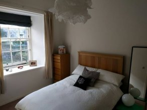 Bright And Spacious Flat Near City Centre