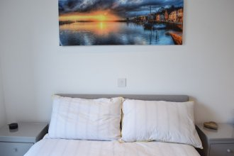 2 Bedroom Apartment in Canada Water