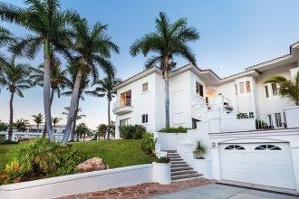 Villa De Oro 106 3 BR by Casago