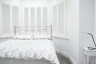 Refurbished 2 Bedroom Home With Garden