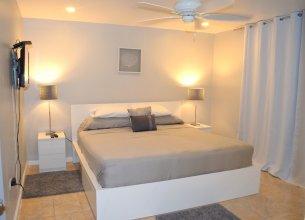 Bay Pointe Yacht Club 2BD Apartment OLR