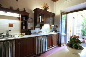 Domus Giorgio Authentic 1600's apt with Stunning Garden and Rooftop