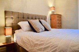 Homely 2 Bedroom Apartment in Stockbridge