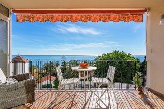 Lovely Beachfront Apartment with Sunny Balcony Ref 35