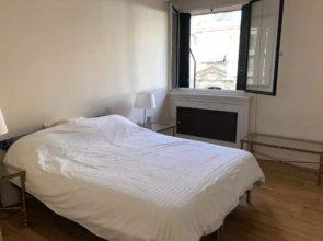 1 Bedroom Flat Near Eiffel Tower
