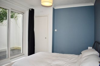 2 Bedroom Basement Flat in Kempton