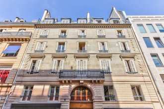 43 - Spacious Parisian Flat of Grands Boulevards