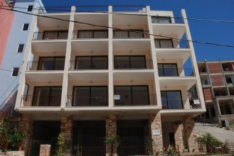 Nikos Hotel and Apartments