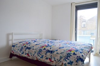 Modern 3 Bedroom Apartment on Dalston Square