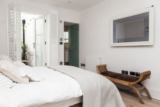 Stylish 2 Bedroom Garden Apartment in Notting Hill